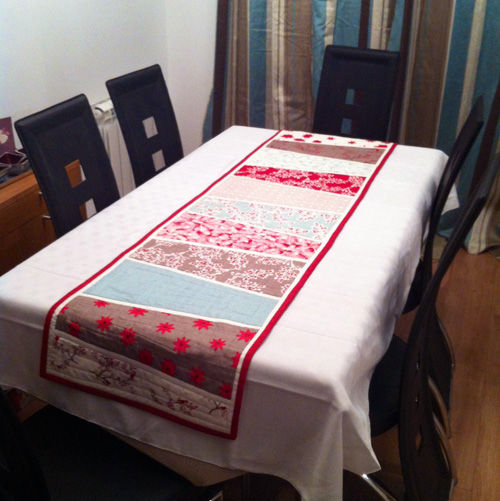 Moda winters lane table runner
