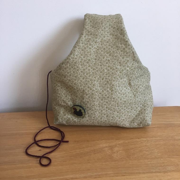 wrist yarn holder