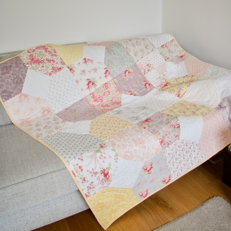 whitewashed-cottage-layers-of-charm-quilt